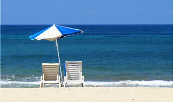 10639-empty-beach-chairs-and-umbrella-overlooking-the-ocean-pv