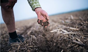 200924-carbon-markets-soil-health-carbon-offsets-cap-and-trade-policy-regenerative-agriculture-1-hand-soil__1_