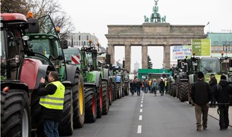 German-farmers-protest-government-restrictions-on-fertilizers-pesticides