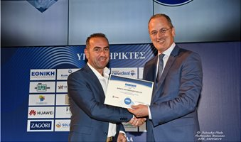 O_κ__Καυκας__Exports_Sales_Manager_της_ΝΗΡΕΥΣ_παραλαμβανει_το_certificate_απο_τον_κ__Κτενα