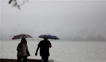Βροχές και σκόνη στην Αττική - «Καύσωνας» στη Δ.Ελλάδα