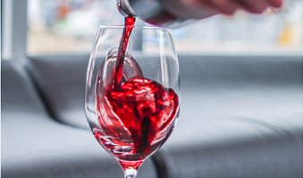 red-wine-tannins-zachariah-hagy-484676-unsplash-min