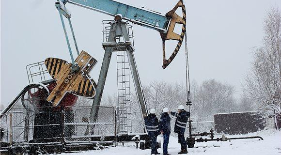 Εξωρυξη-πετραιλαιου-1280px-Deep_well_pumping_unit_for_oil_extraction__Borehole__06