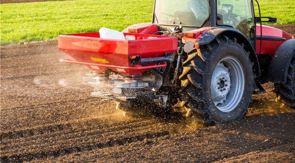 fertilizing-arable-land_shutterstock_1036434508