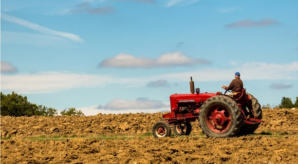 farmer_on_tractor_facing