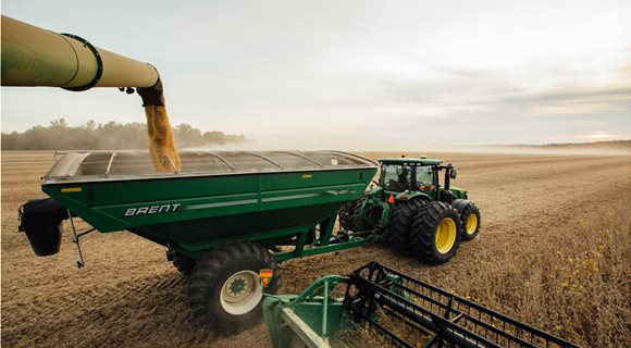 combine-offloading-soybeans-into-brent-grain-cart-IMG_7260