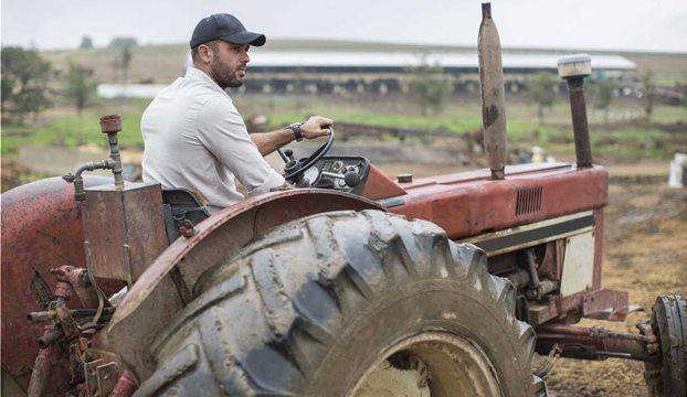 farmer-on-tractor-ZEF10792
