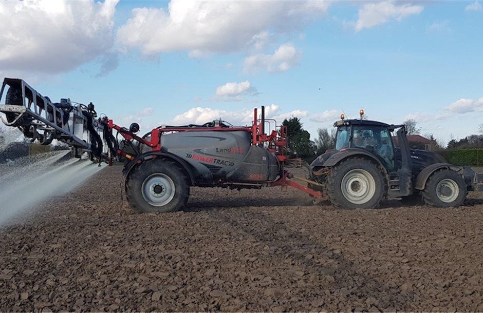 20__05_powertrac_applying_suspension_fertiliser_at_1200_l_per_ha_directly_onto_ploughed_land_2