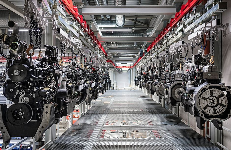 2105-agco-power-engines-on-ceiling-track