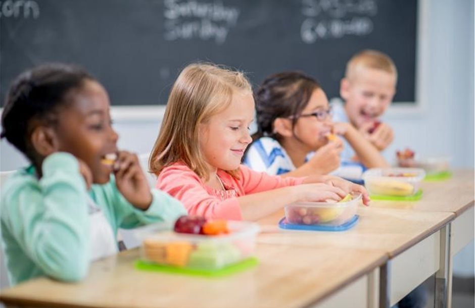 Children_eating_lunch_at_school_FatCamera_Getty_Images_large