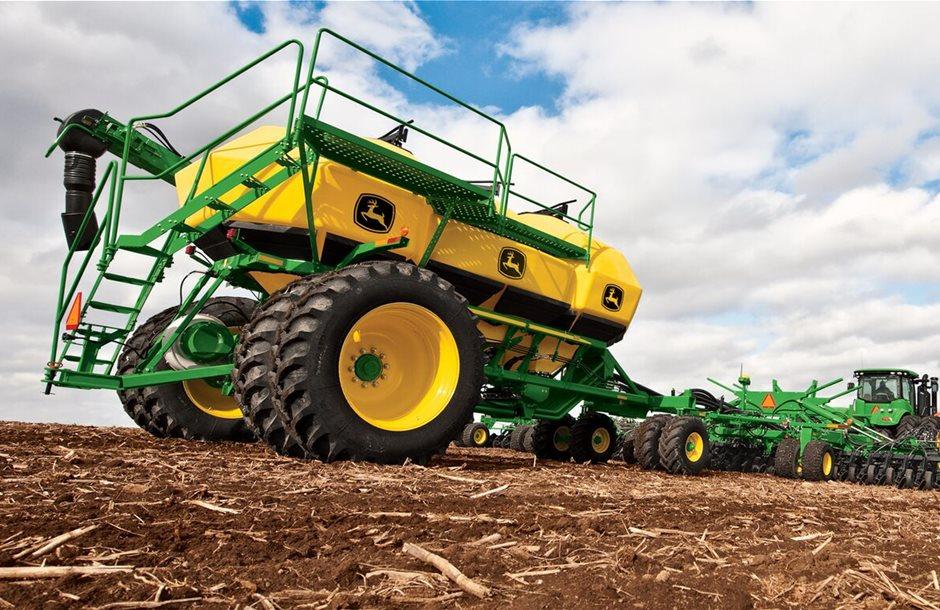 Deere_Kansas_planting_jpg