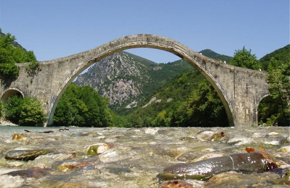 Plaka_Bridge_Epirus_Greece-768x565