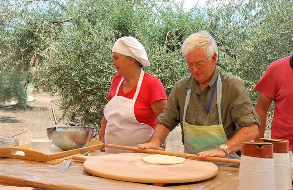 agrotourismos-kalliergiste-touristes-sti-farma-sas10