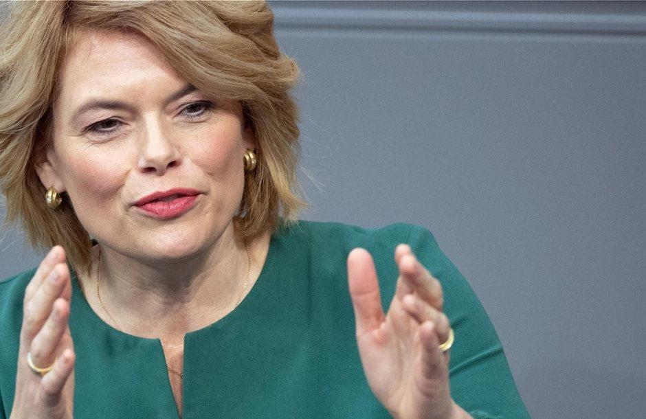 julia-kloeckner-spricht-im-bundestag-die-landwirtschaftsministerin-sieht-bei-der-debatte-um-die-agrarpolitik-auch-die-verbraucher-in-der-pflicht-_2