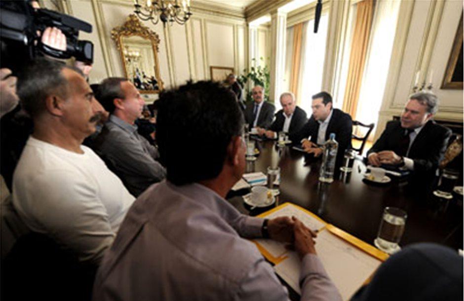 Συνωστισμός στα σκαλιά του Μαξίμου με χαμηλές προσδοκίες η συνάντηση