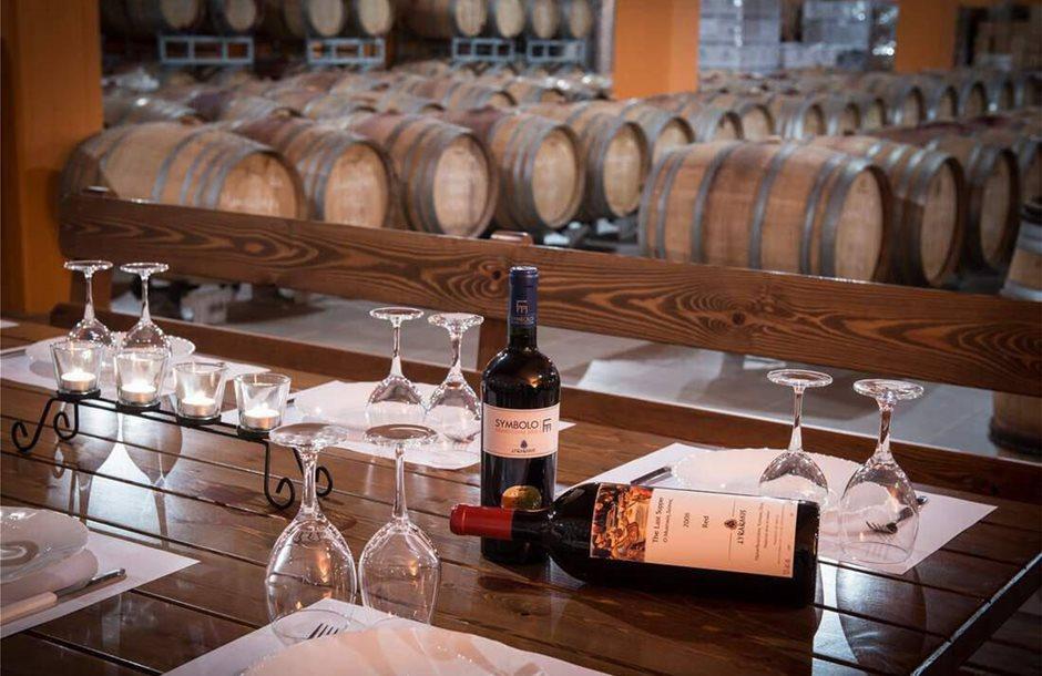 lyrarakis-winery-alagni-heraklion-kerasma-tour-package-programma-ksenagisis-symbolo-label-storehouse-apothiki-cretebooking-2_tn