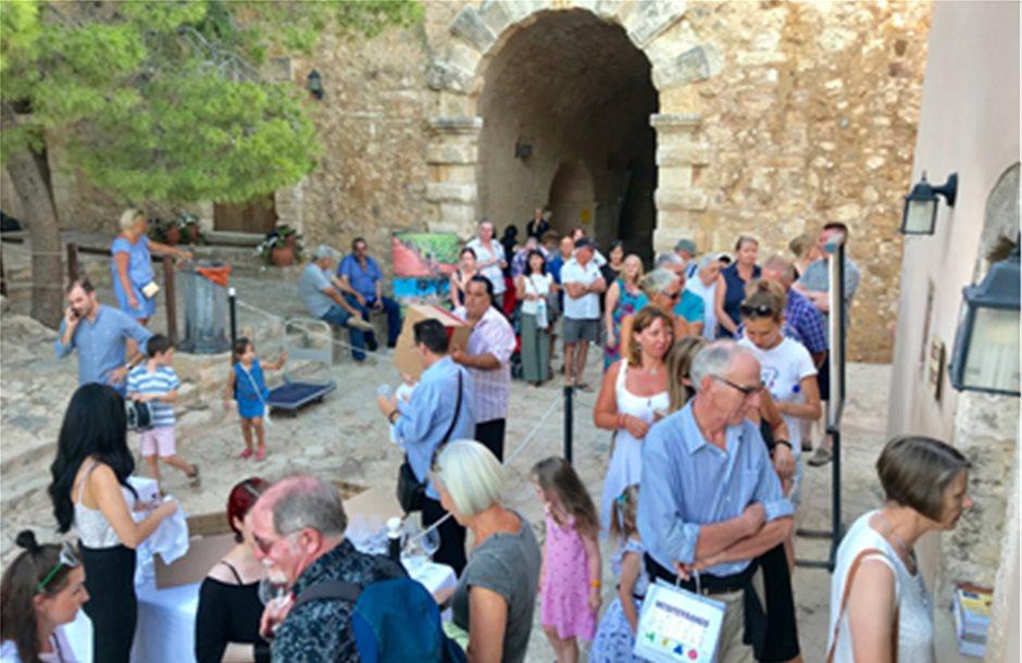 Το κρητικό κρασί μάγεψε τους επισκέπτες της Φορτέτζας